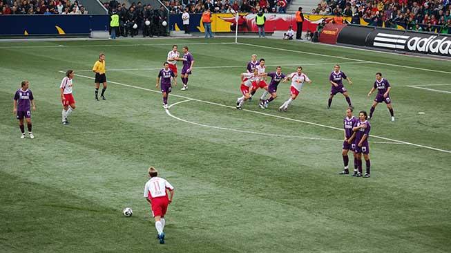 Teknik Menendang Bola